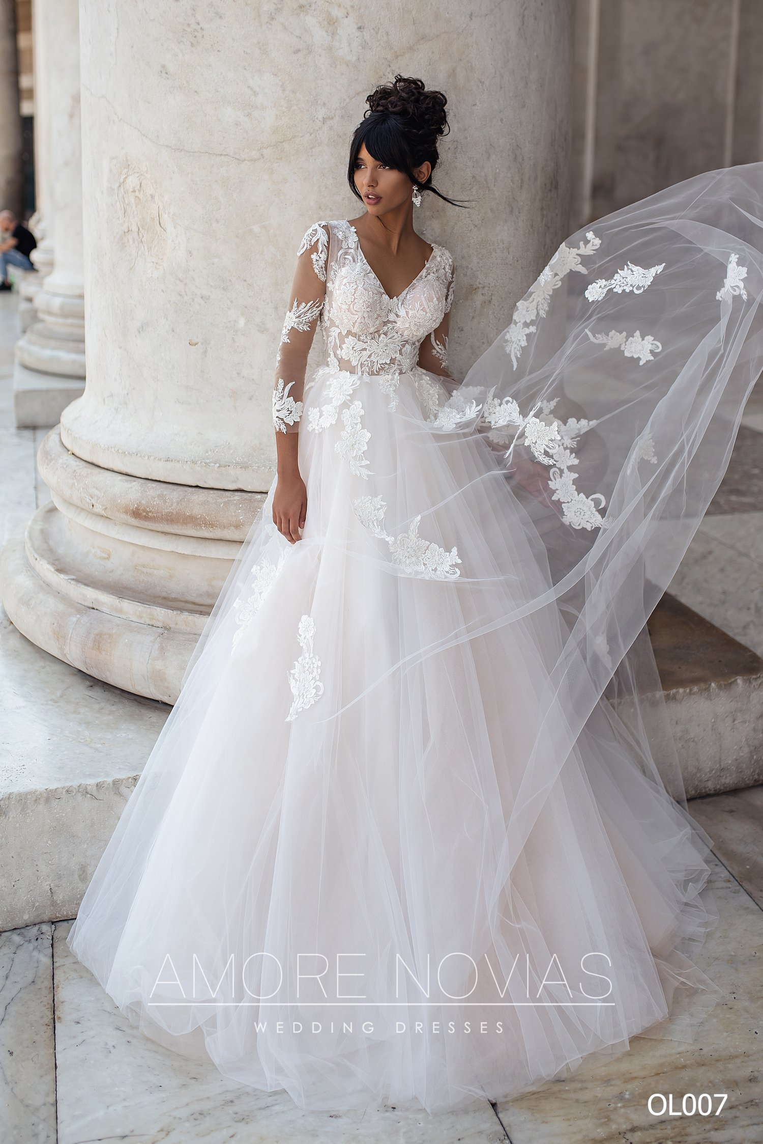 http://amore-novias.com/images/stories/virtuemart/product/OL007       (1).jpg
