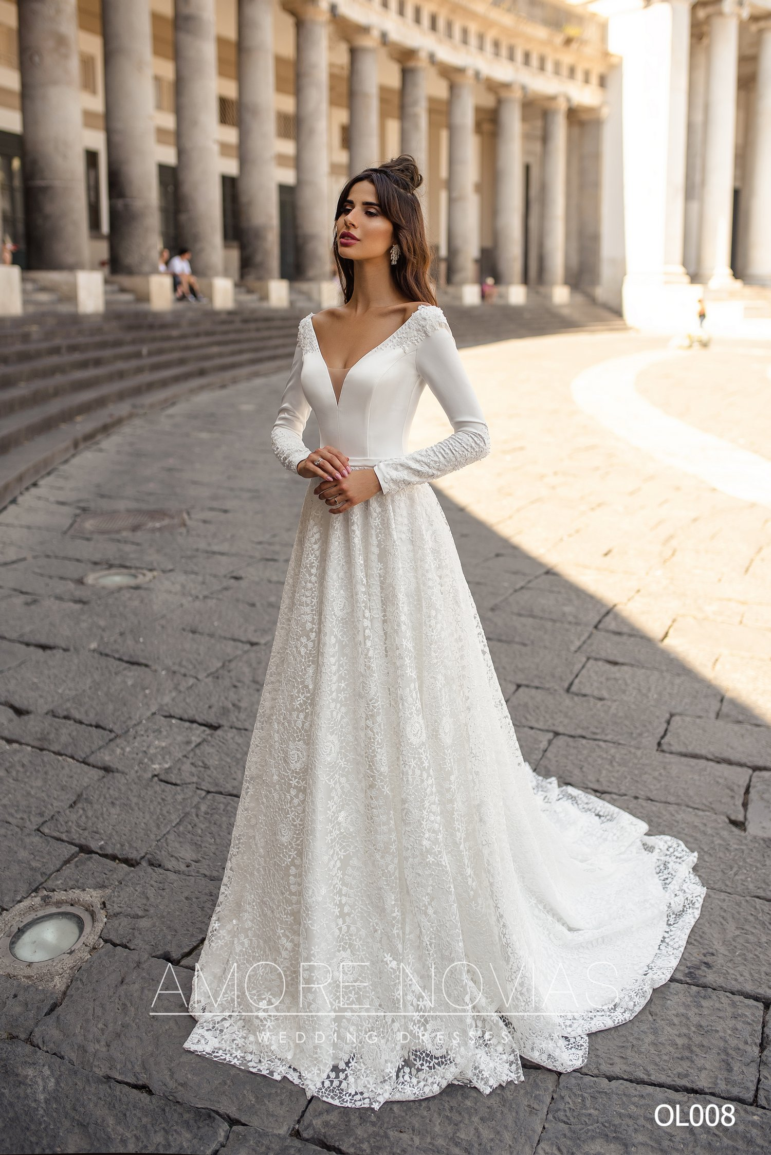 http://amore-novias.com/images/stories/virtuemart/product/OL008       (1).jpg