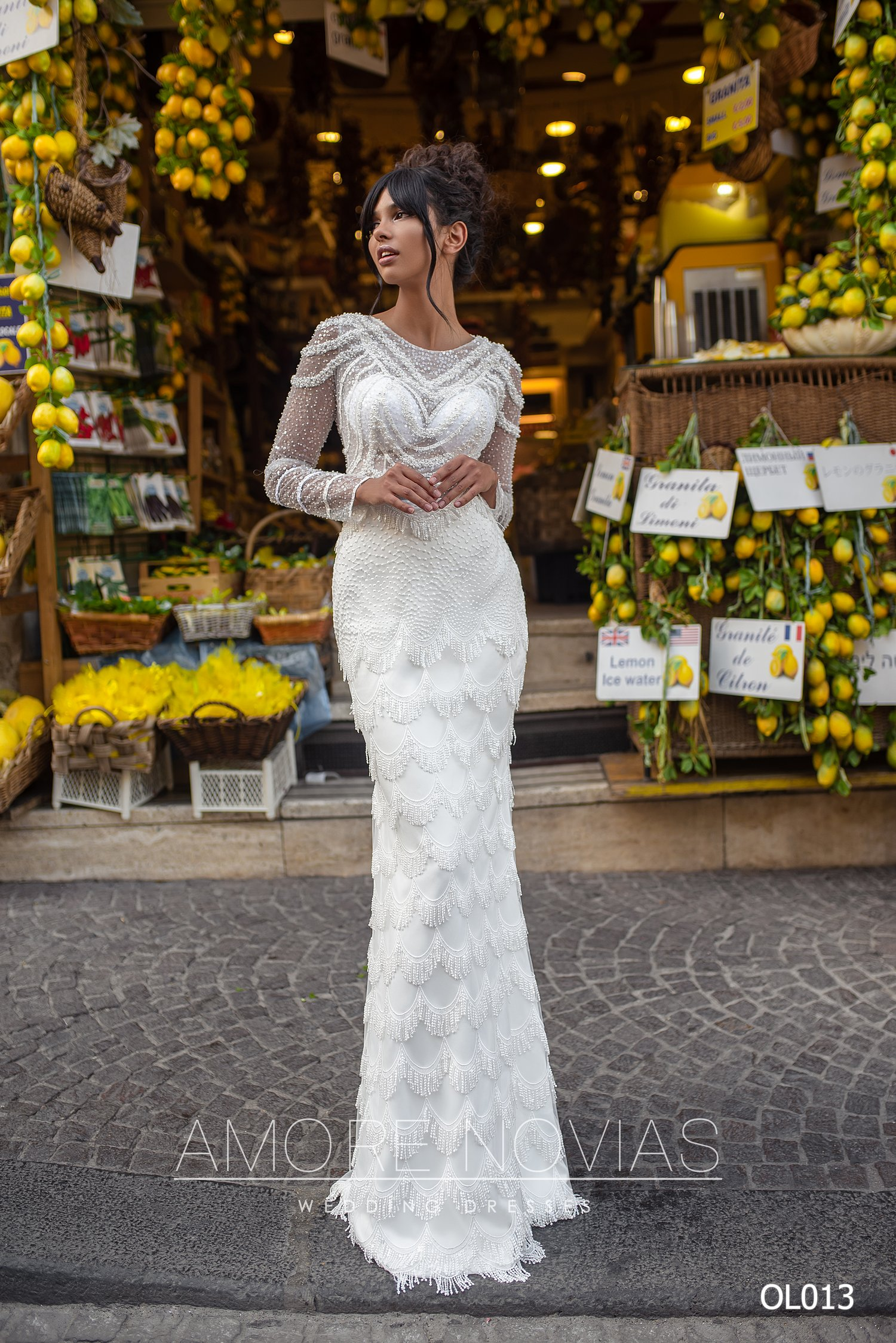 http://amore-novias.com/images/stories/virtuemart/product/OL013       (1).jpg