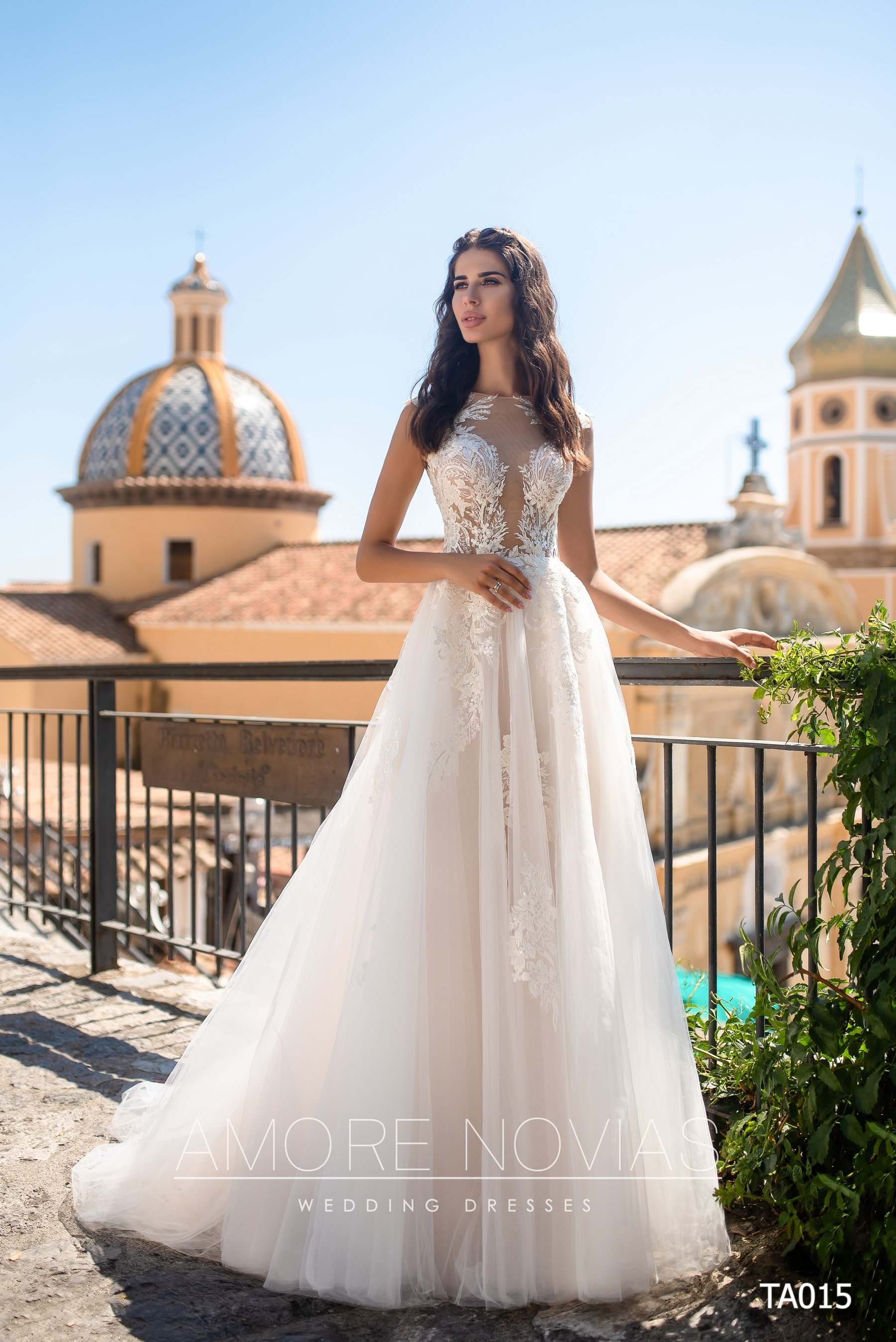 http://amore-novias.com/images/stories/virtuemart/product/TA015       (1).jpg