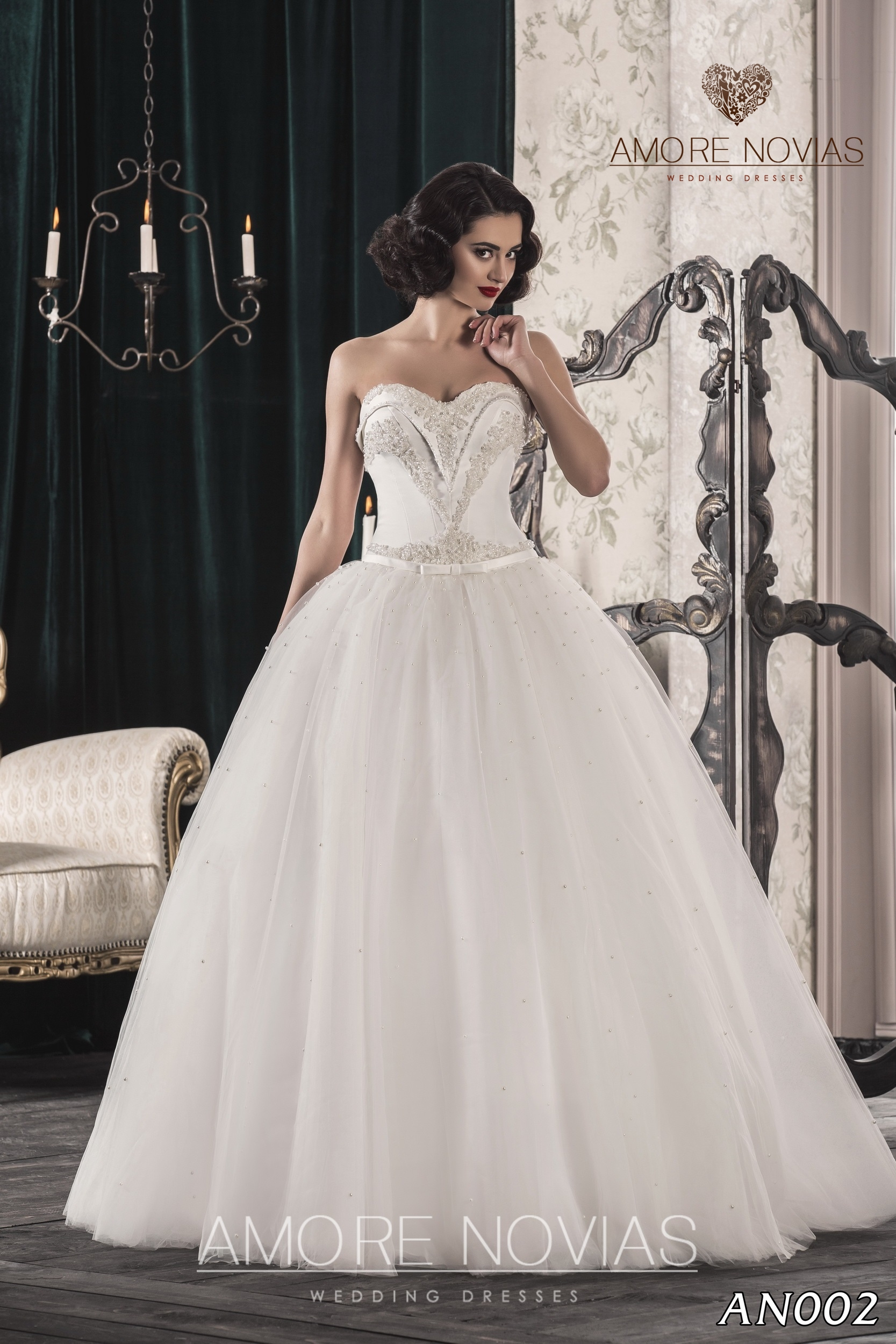 http://amore-novias.com/images/stories/virtuemart/product/an002.jpg