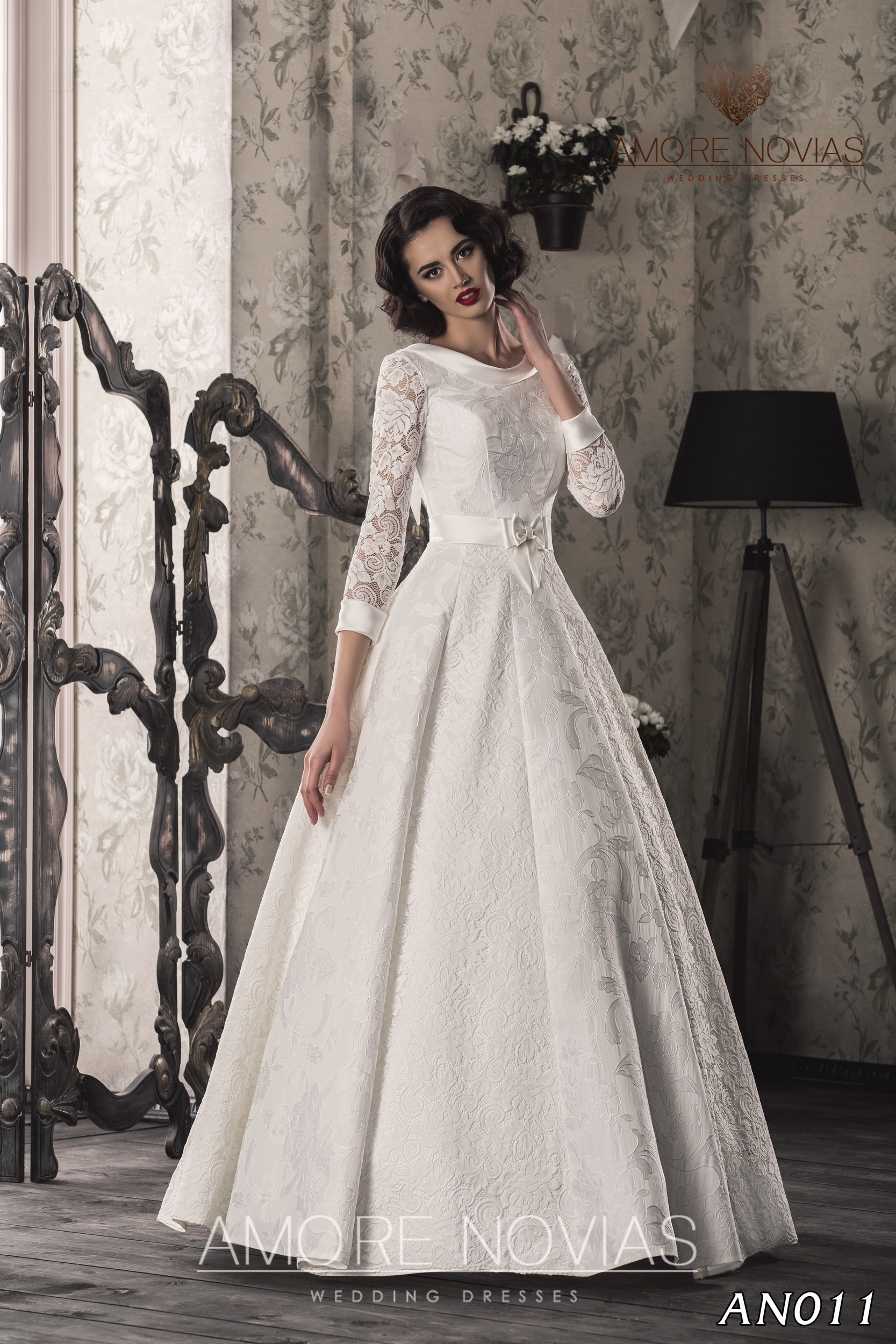http://amore-novias.com/images/stories/virtuemart/product/an011.jpg
