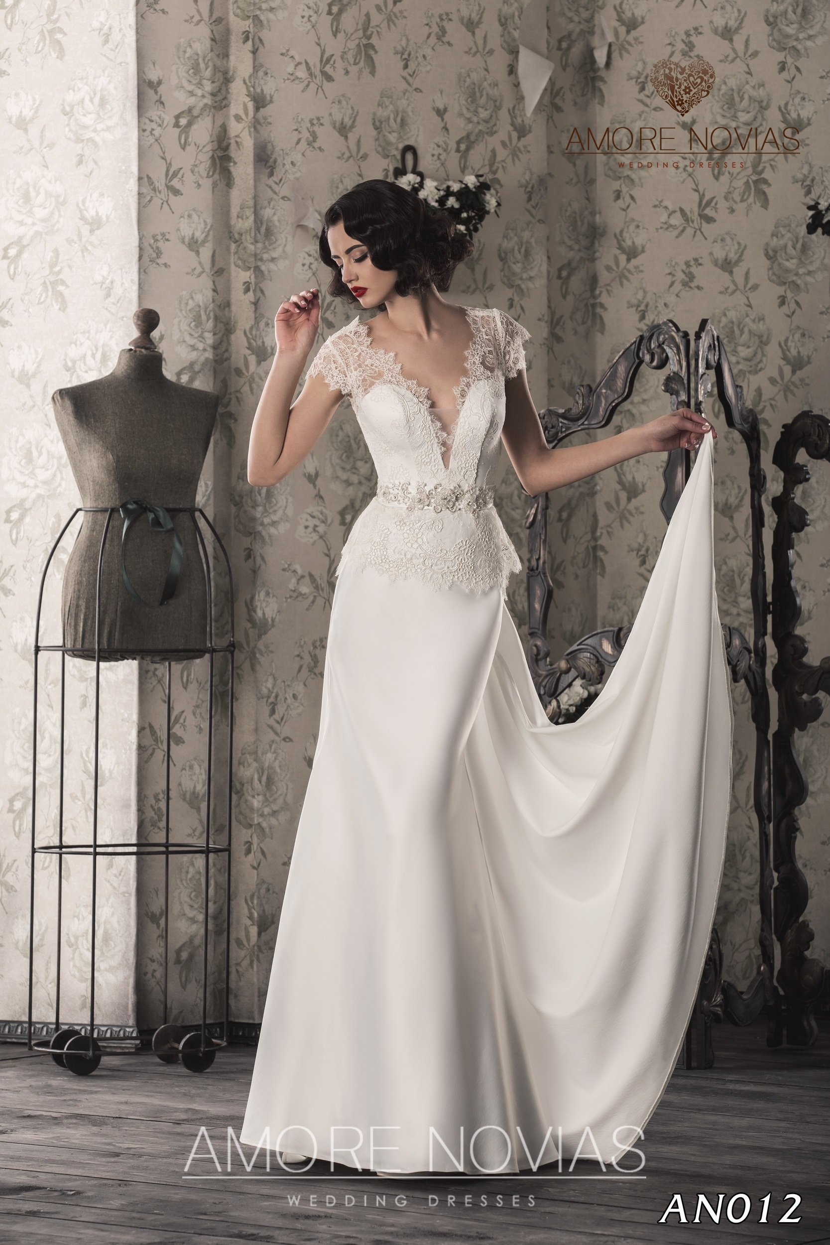 http://amore-novias.com/images/stories/virtuemart/product/an012.jpg