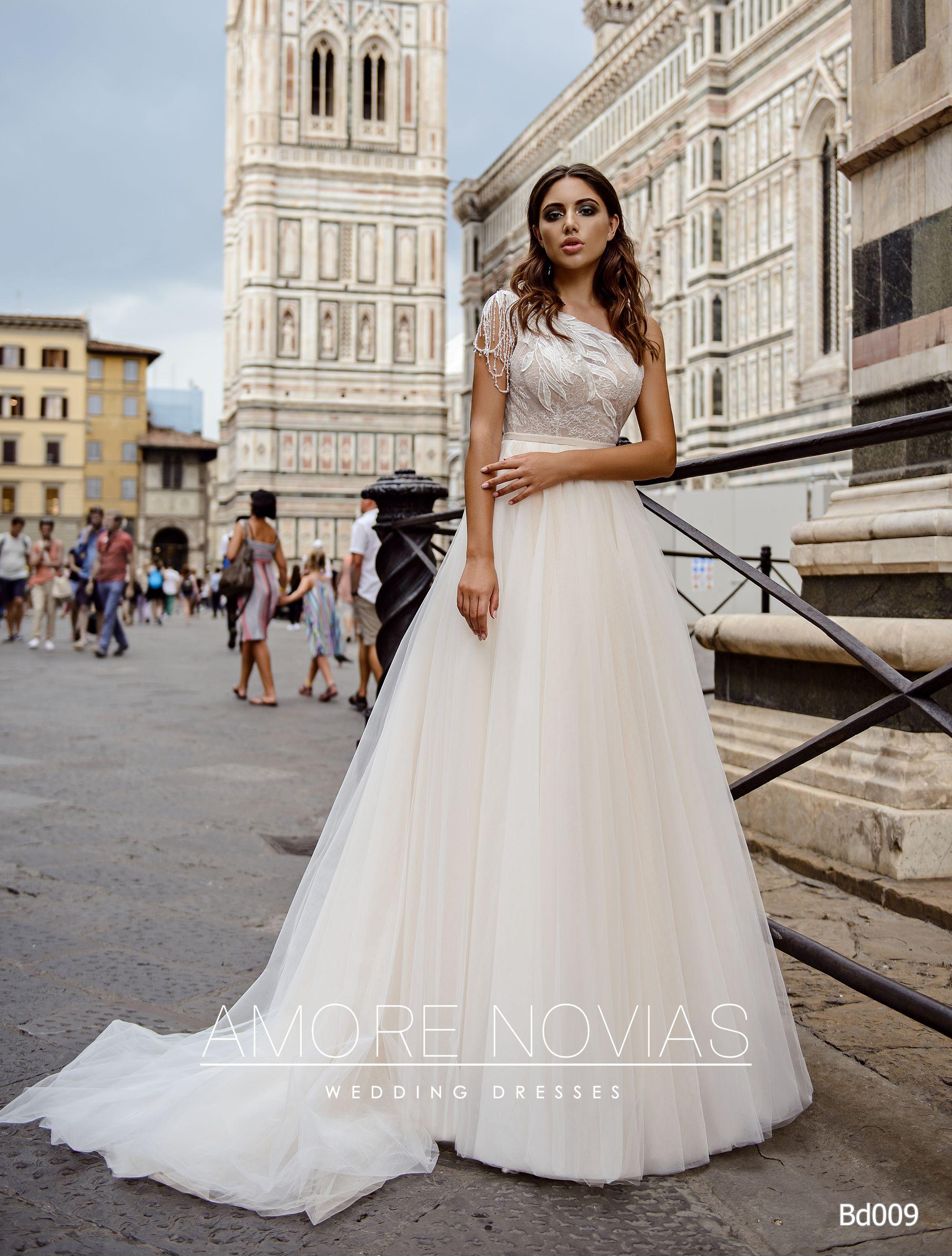 http://amore-novias.com/images/stories/virtuemart/product/bd009-------(1).jpg