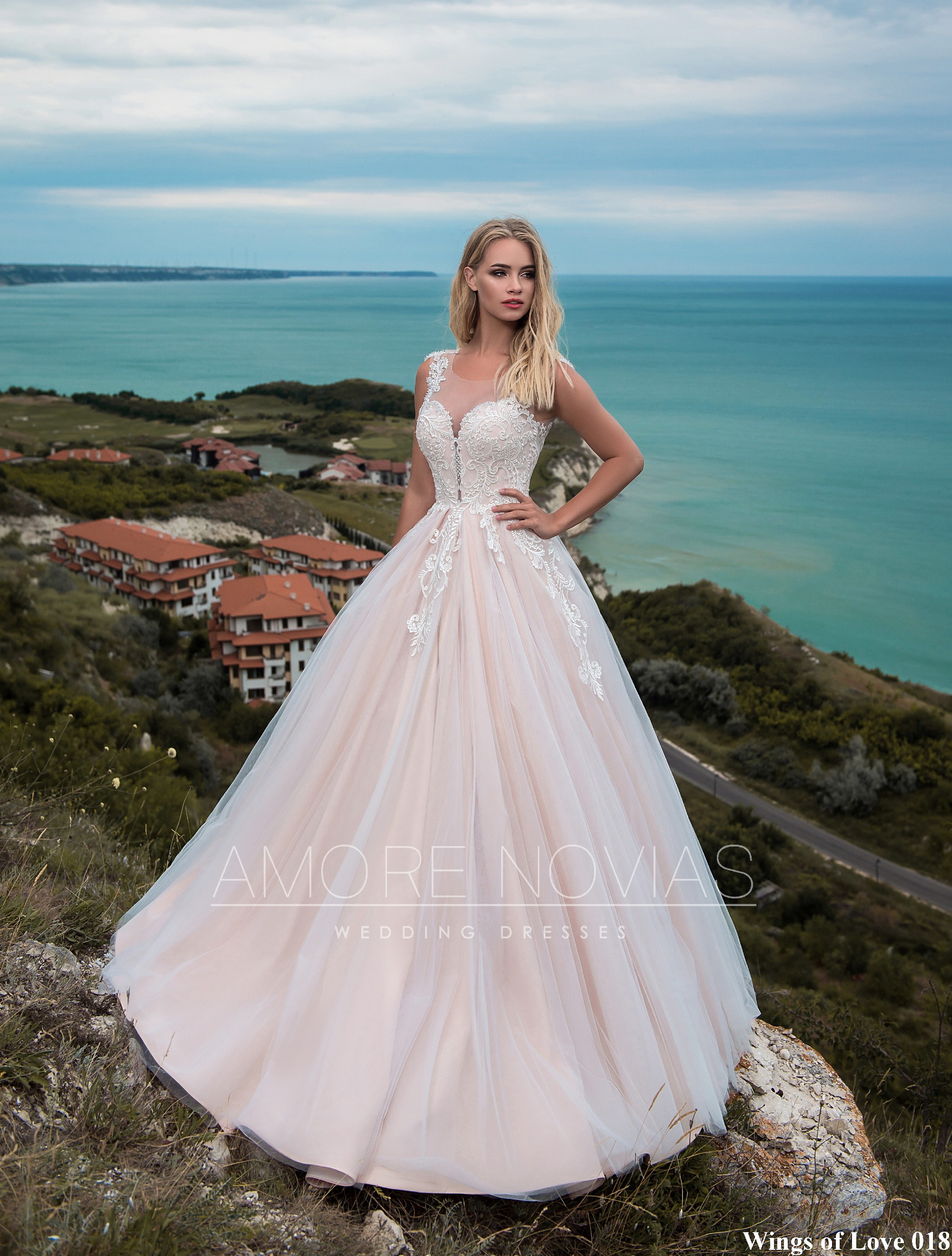 http://amore-novias.com/images/stories/virtuemart/product/lk-018-------(1).jpg