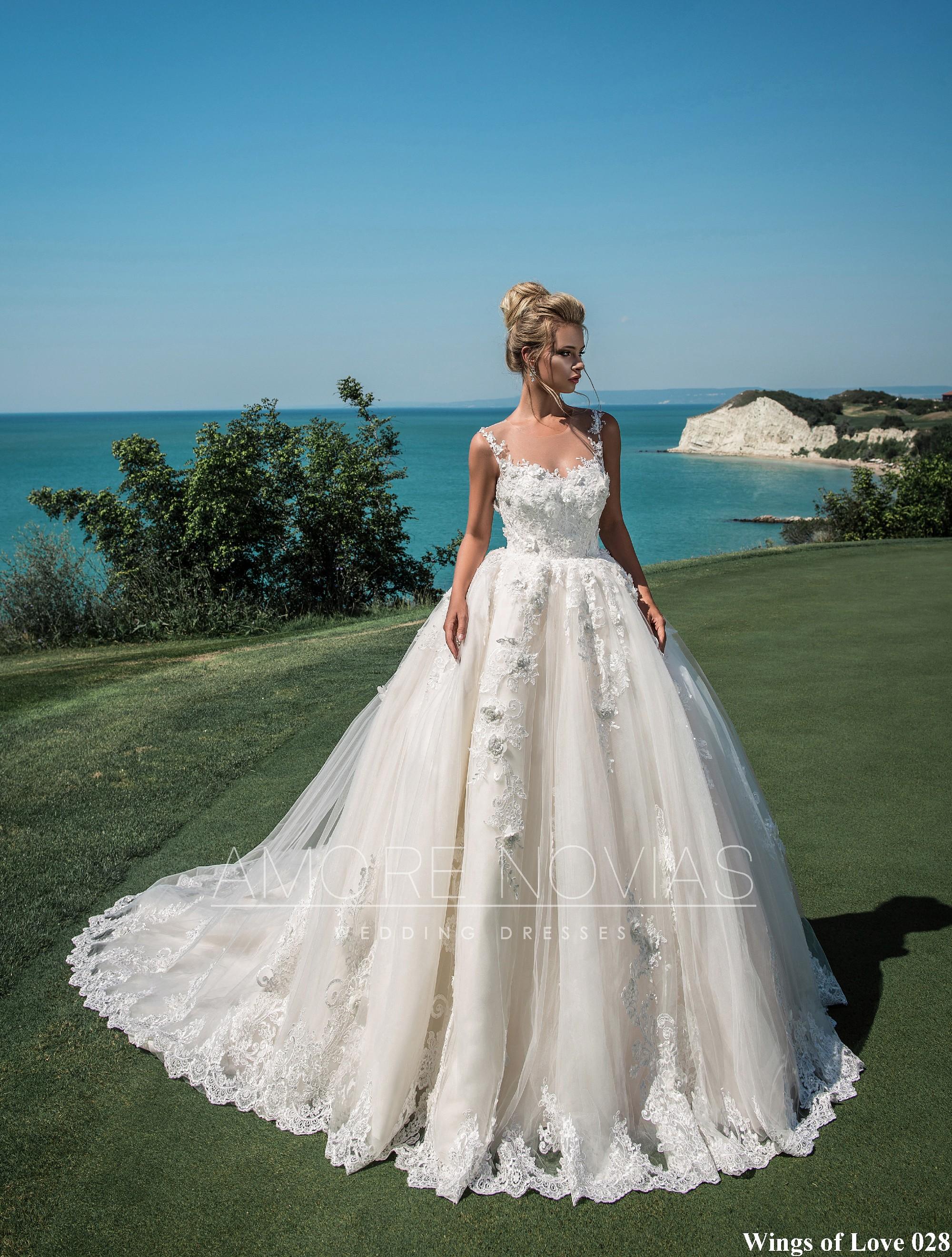 http://amore-novias.com/images/stories/virtuemart/product/lk-028-------(1).jpg