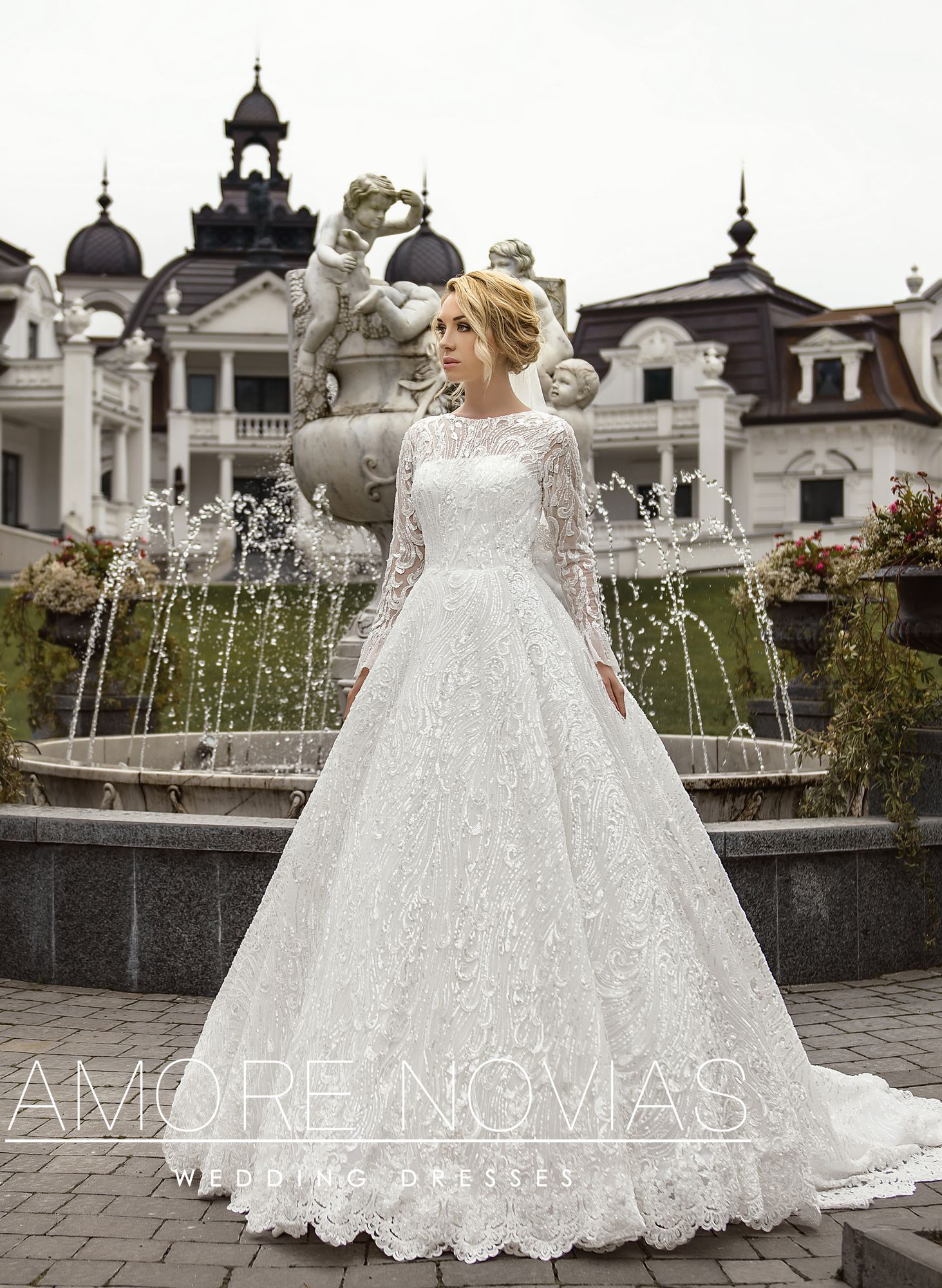 http://amore-novias.com/images/stories/virtuemart/product/lux002--------(1)2.jpg