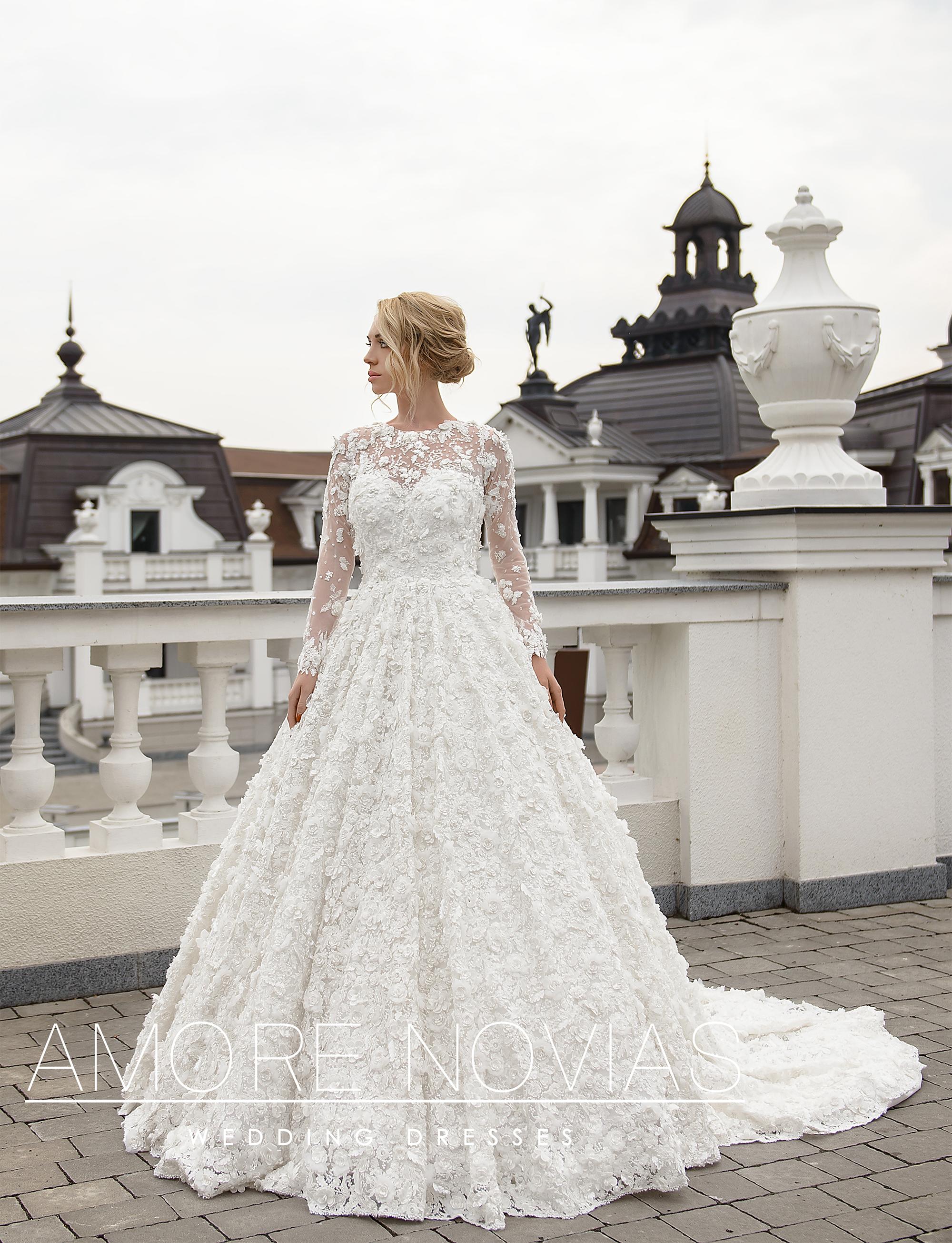 http://amore-novias.com/images/stories/virtuemart/product/lux003--------(1-2).jpg