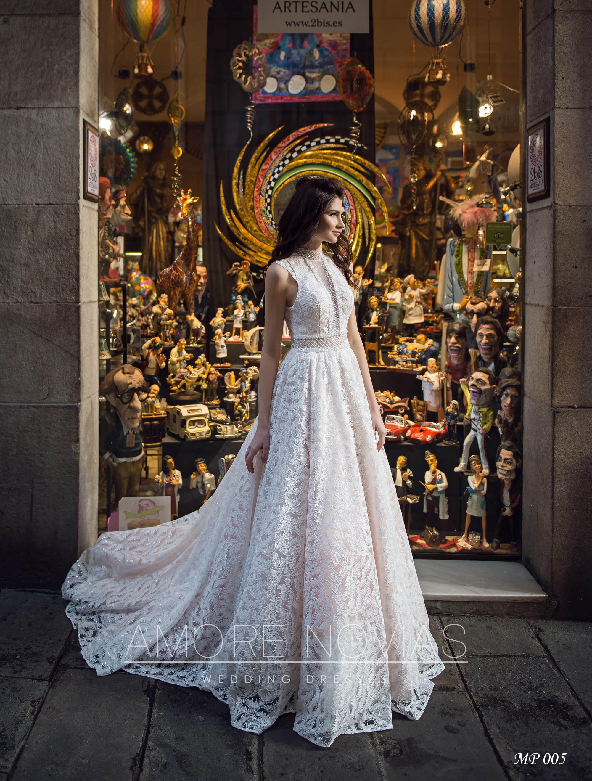 http://amore-novias.com/images/stories/virtuemart/product/mp-005-------(1).jpg