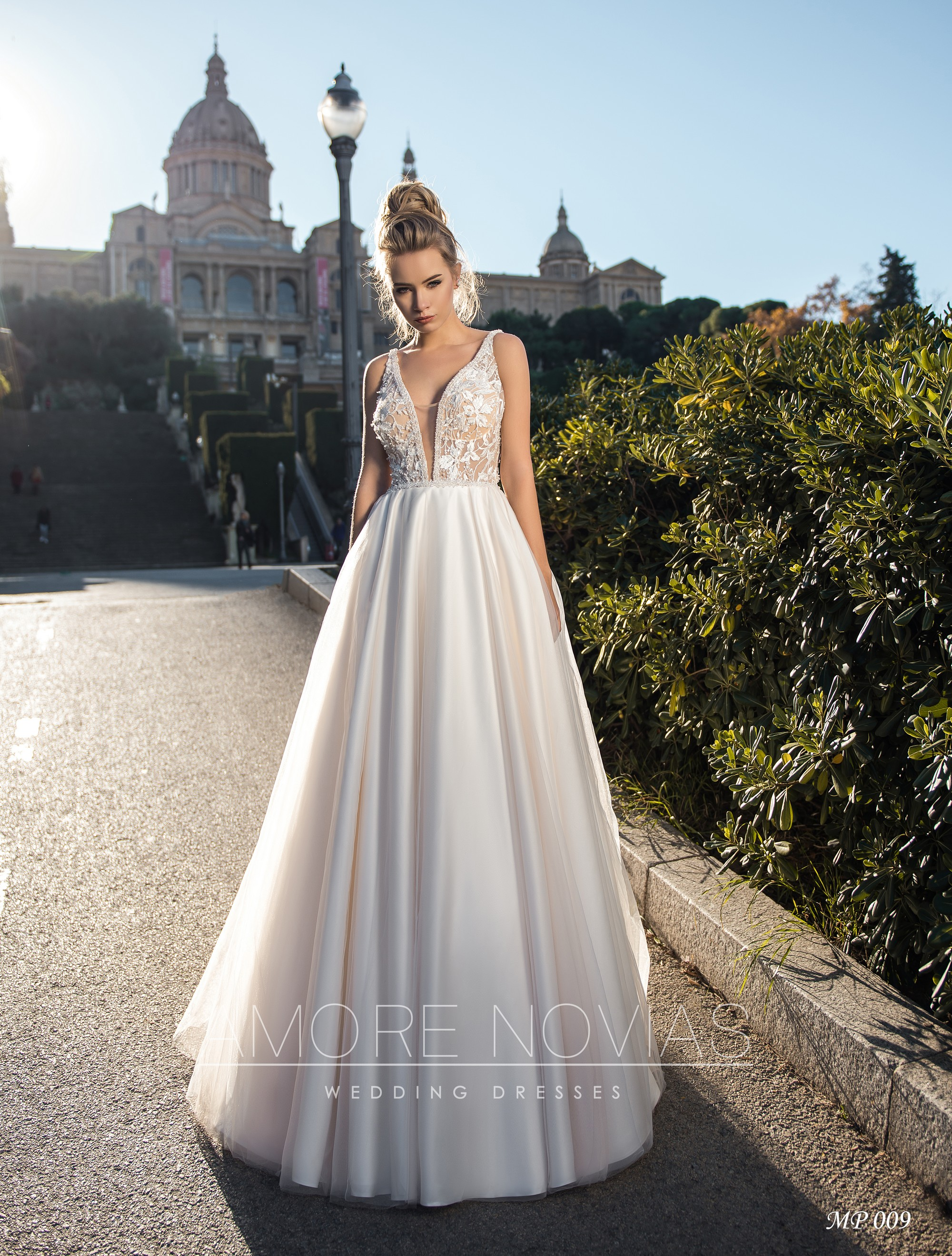 http://amore-novias.com/images/stories/virtuemart/product/mp-009--------(1).jpg