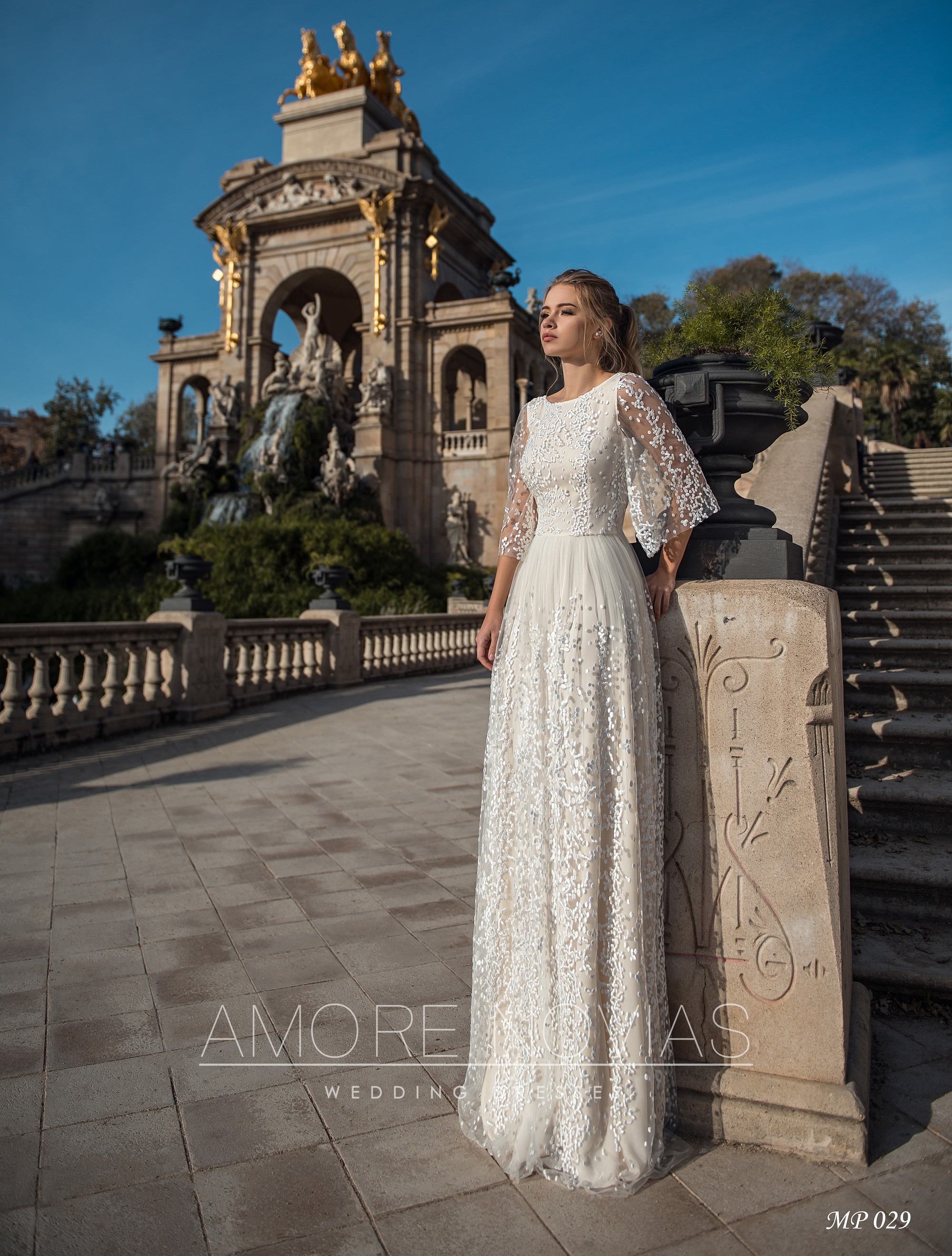 http://amore-novias.com/images/stories/virtuemart/product/mp-029--------(1).jpg