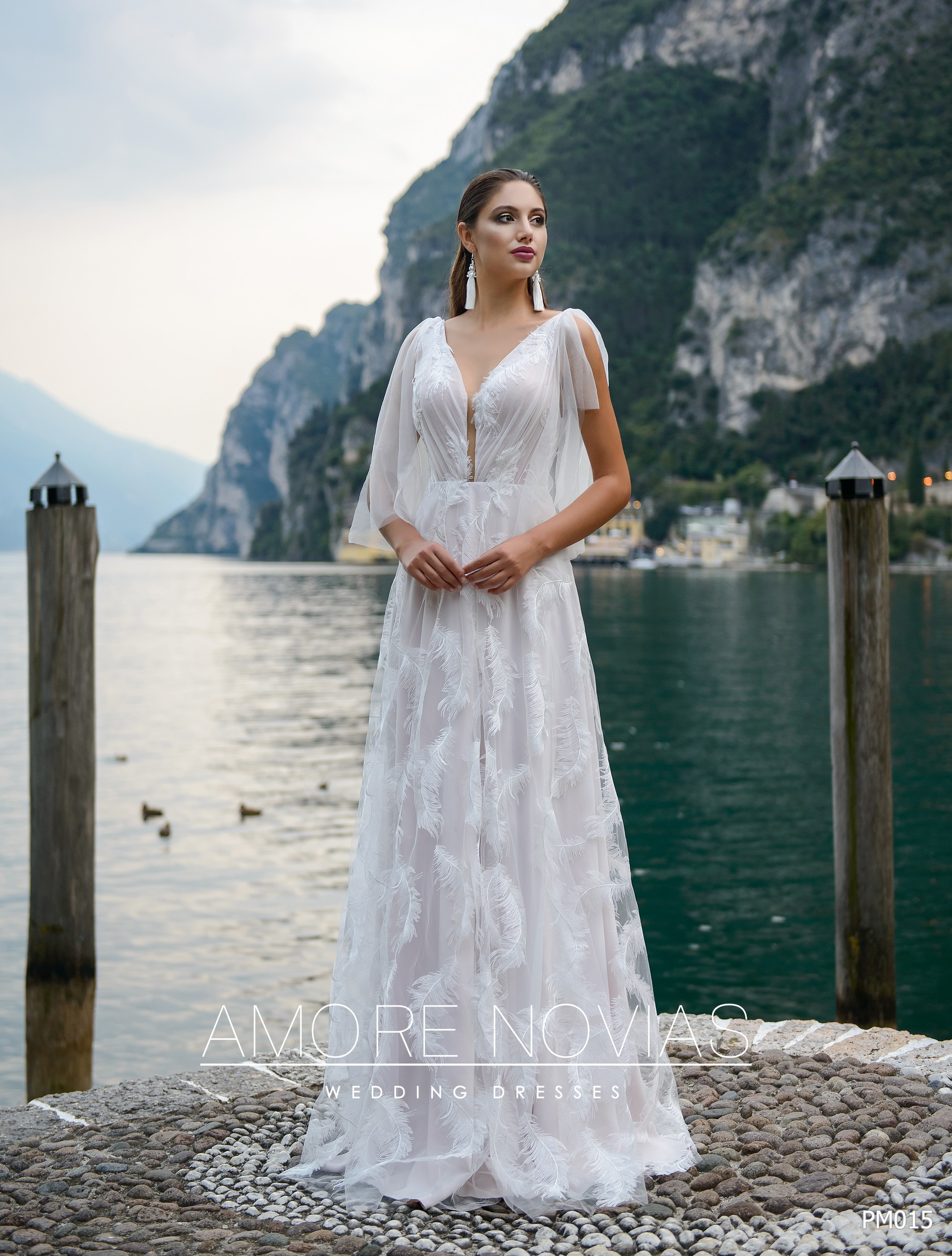http://amore-novias.com/images/stories/virtuemart/product/pm015-------(1)9.jpg