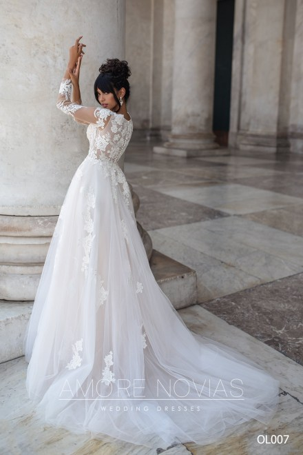 http://amore-novias.com/images/stories/virtuemart/product/OL007       (4).jpg