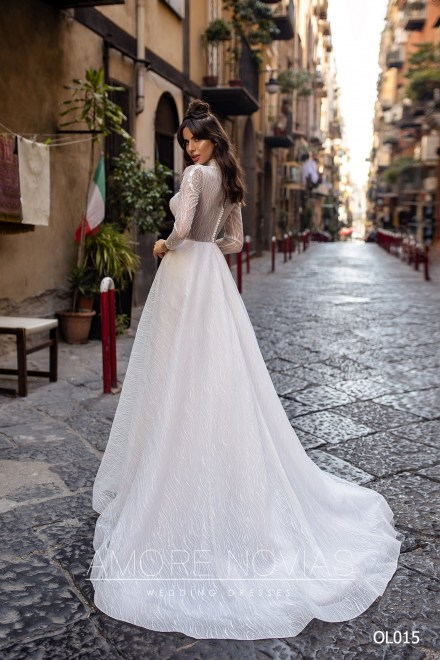 http://amore-novias.com/images/stories/virtuemart/product/OL015       (3).jpg