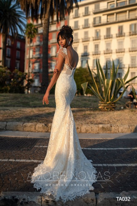 http://amore-novias.com/images/stories/virtuemart/product/TA032       (3).jpg
