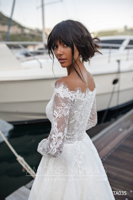 http://amore-novias.com/images/stories/virtuemart/product/TA035       (3).jpg