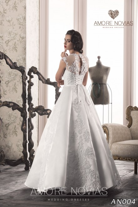 http://amore-novias.com/images/stories/virtuemart/product/an004_.jpg