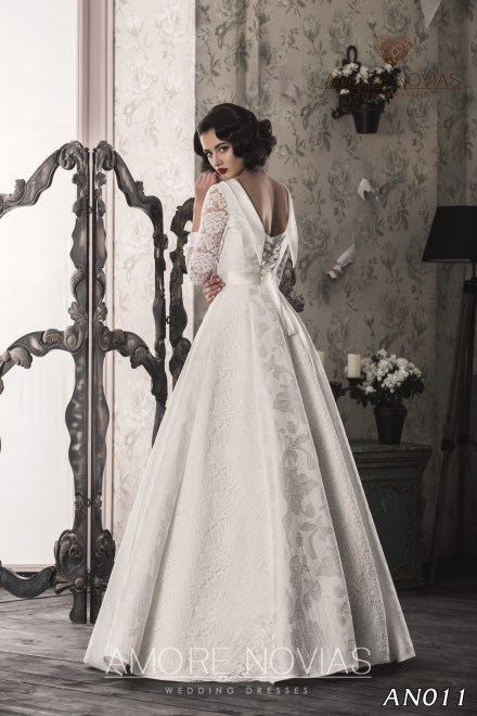 http://amore-novias.com/images/stories/virtuemart/product/an011_.jpg