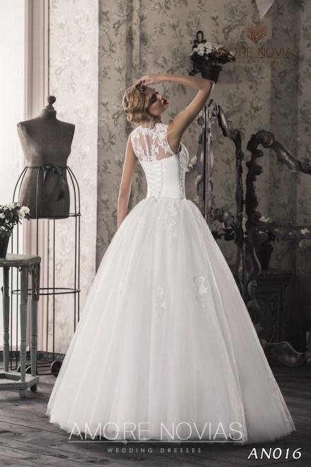 http://amore-novias.com/images/stories/virtuemart/product/an016_.jpg