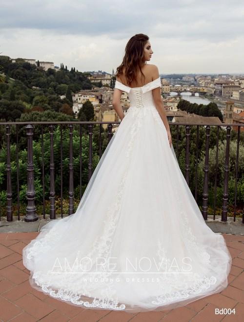 http://amore-novias.com/images/stories/virtuemart/product/bd004-------(3).jpg
