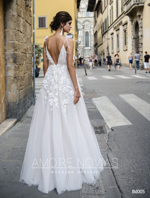 http://amore-novias.com/images/stories/virtuemart/product/bd005-------(3).jpg