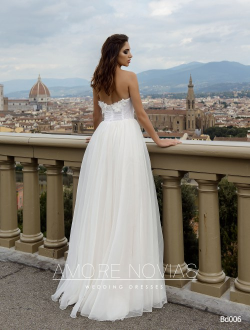 http://amore-novias.com/images/stories/virtuemart/product/bd006-------(4).jpg