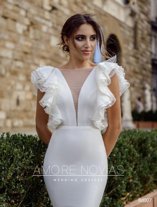 http://amore-novias.com/images/stories/virtuemart/product/bd007-------(2).jpg