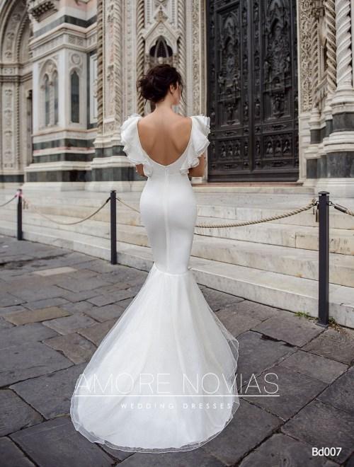 http://amore-novias.com/images/stories/virtuemart/product/bd007-------(3).jpg
