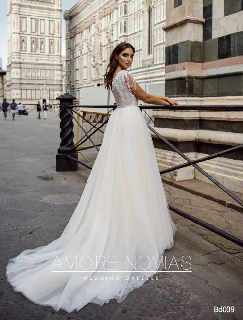 http://amore-novias.com/images/stories/virtuemart/product/bd009-------(3).jpg