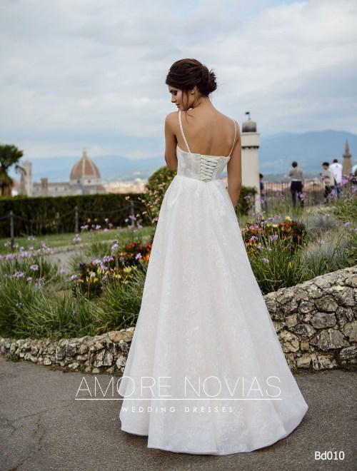 http://amore-novias.com/images/stories/virtuemart/product/bd010-------(3).jpg