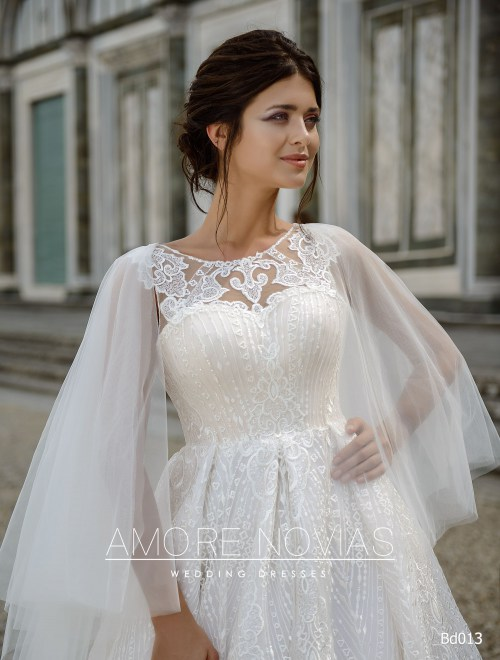 http://amore-novias.com/images/stories/virtuemart/product/bd013-------(2).jpg