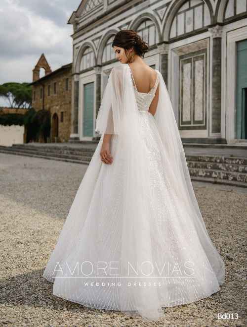 http://amore-novias.com/images/stories/virtuemart/product/bd013-------(3).jpg