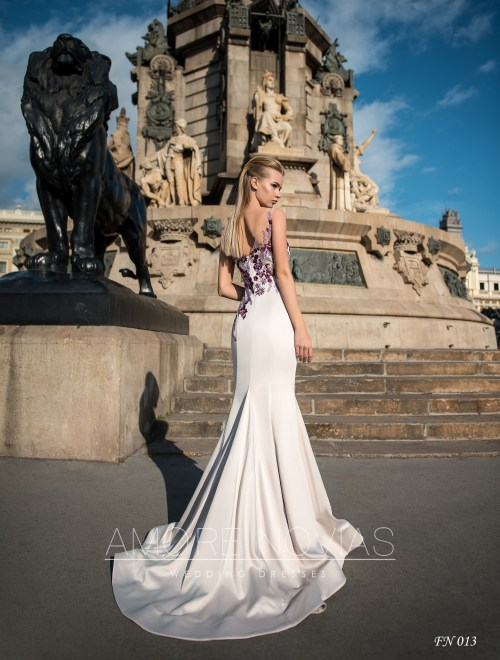 http://amore-novias.com/images/stories/virtuemart/product/fn-013--------(3).jpg