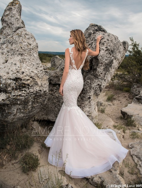 http://amore-novias.com/images/stories/virtuemart/product/lk-005-------(3).jpg