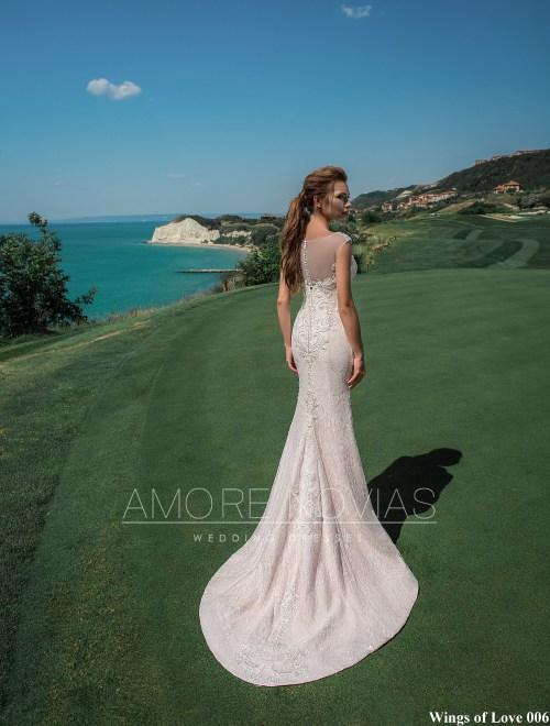 http://amore-novias.com/images/stories/virtuemart/product/lk-006-------(3).jpg