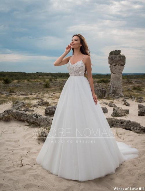 http://amore-novias.com/images/stories/virtuemart/product/lk-011-------(1).jpg