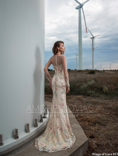 http://amore-novias.com/images/stories/virtuemart/product/lk-013-------(3).jpg