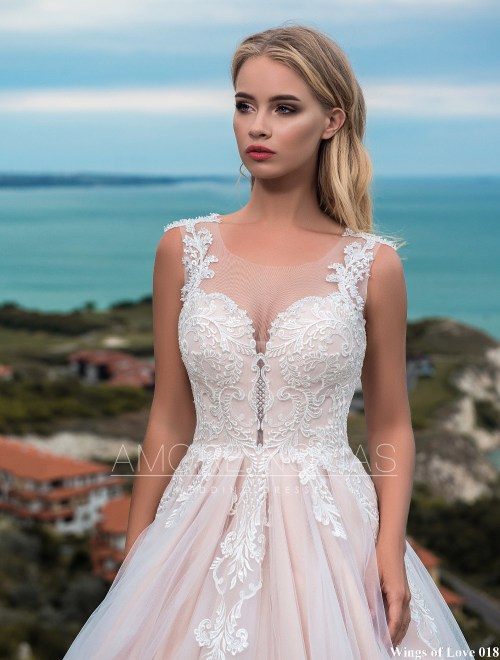 http://amore-novias.com/images/stories/virtuemart/product/lk-018-------(2).jpg
