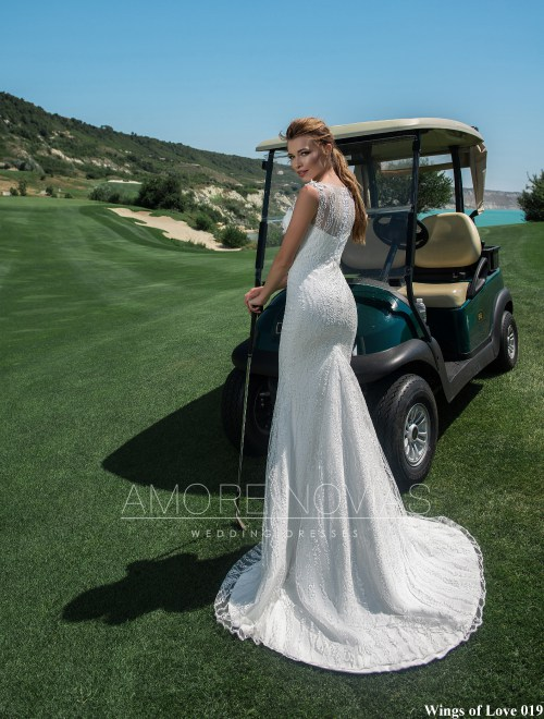 http://amore-novias.com/images/stories/virtuemart/product/lk-019-------(3).jpg