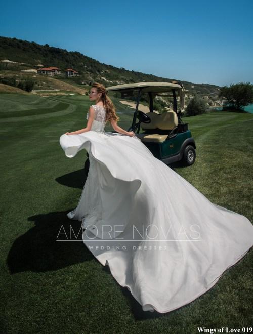 http://amore-novias.com/images/stories/virtuemart/product/lk-019-------(4).jpg