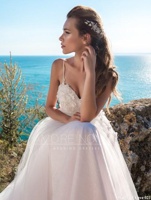 http://amore-novias.com/images/stories/virtuemart/product/lk-021------(4).jpg