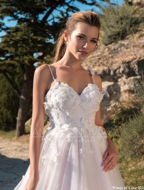 http://amore-novias.com/images/stories/virtuemart/product/lk-021-------(2).jpg