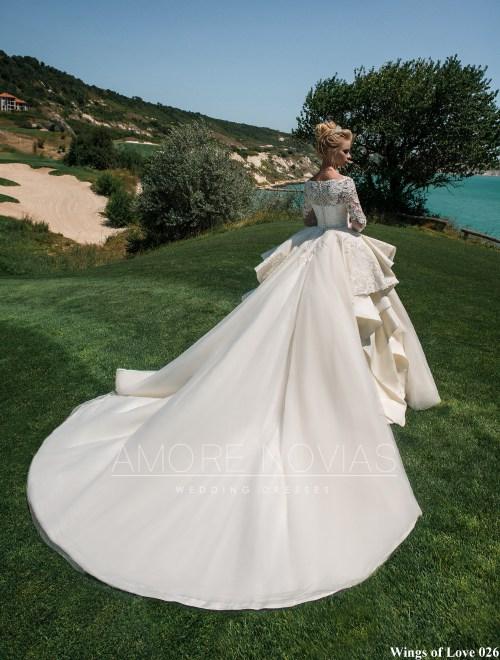 http://amore-novias.com/images/stories/virtuemart/product/lk-026-------(3).jpg