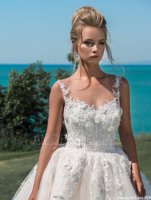 http://amore-novias.com/images/stories/virtuemart/product/lk-028-------(2).jpg
