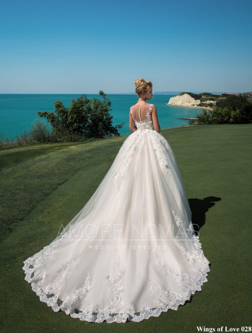 http://amore-novias.com/images/stories/virtuemart/product/lk-028-------(3).jpg
