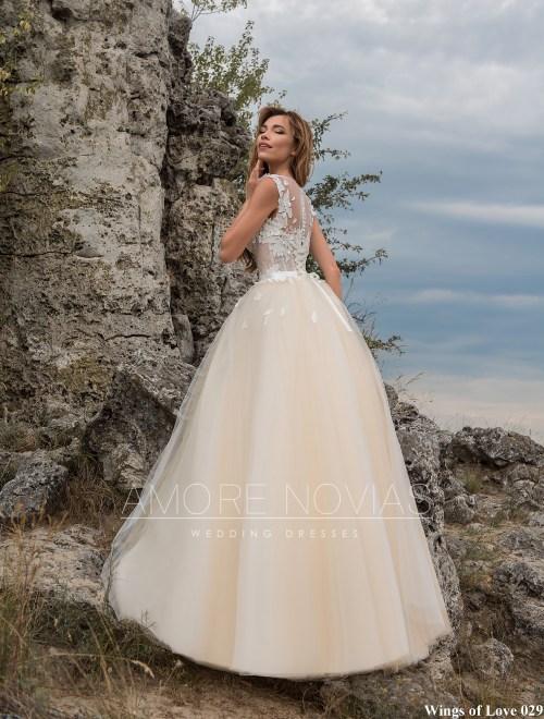 http://amore-novias.com/images/stories/virtuemart/product/lk-029-------(3).jpg