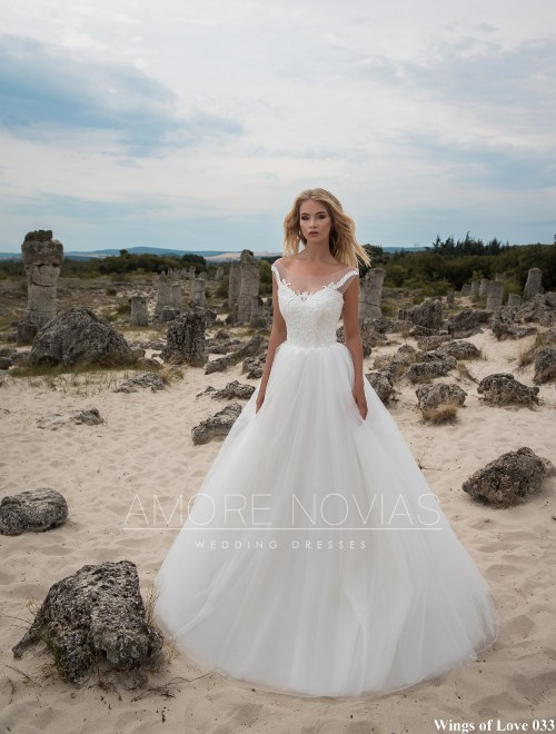 http://amore-novias.com/images/stories/virtuemart/product/lk-033-------(1).jpg