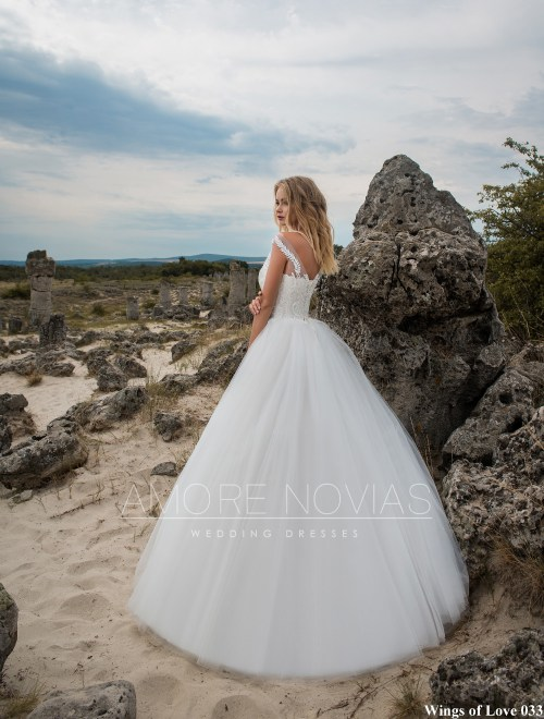 http://amore-novias.com/images/stories/virtuemart/product/lk-033-------(3).jpg