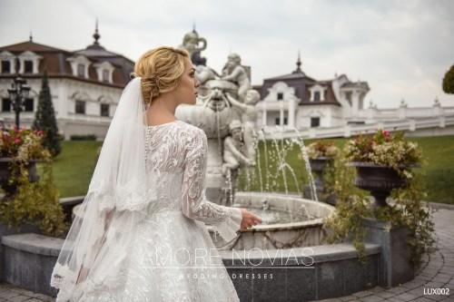 http://amore-novias.com/images/stories/virtuemart/product/lux002--------(5).jpg