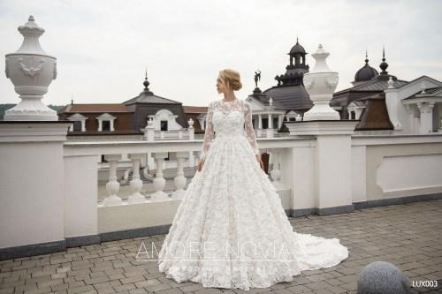 http://amore-novias.com/images/stories/virtuemart/product/lux003--------(1).jpg